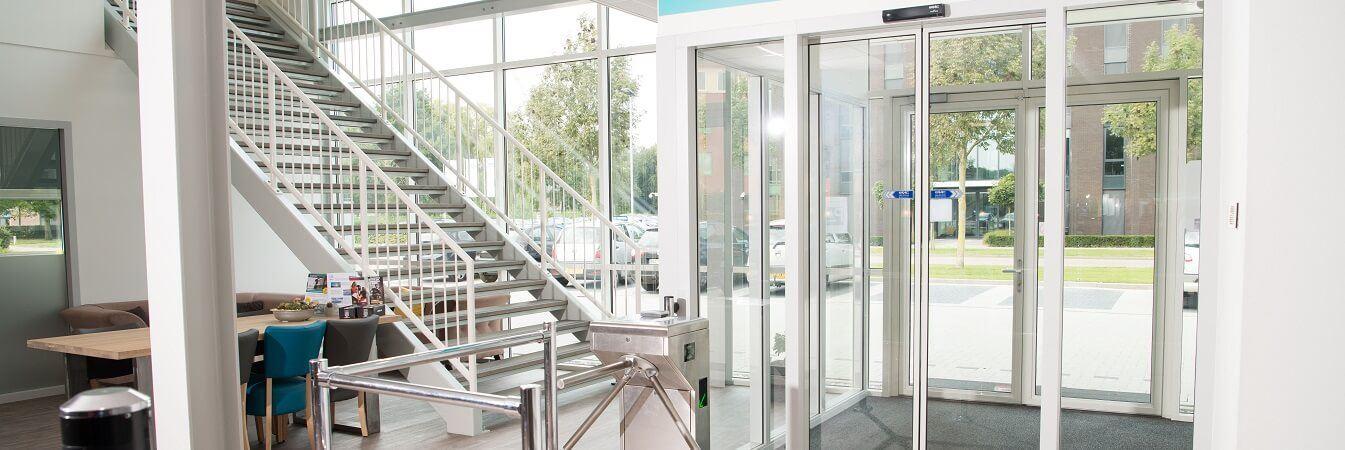 Automatische Glazen Schuifdeur Prijs.Wat Kost Een Automatische Deur Faac Bv